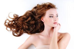 devojka, zena, crvena kosa, lokne, frizura 46835800 foto: Shutterstock