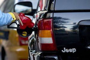 Sipanje-goriva-benzin-nafta-gorivo
